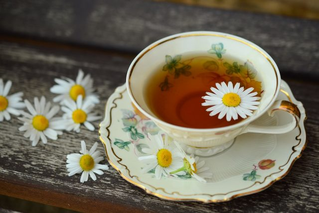 summertime fun | chamomile tea | Jacqueline Fairbrass | Natural Healing | SchoolofCT