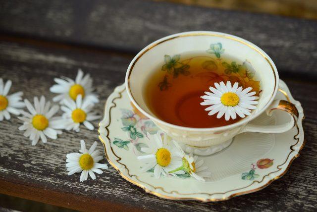 summertime fun | chamomile tea | Jacqueline Fairbrass | Natural Healing | SchoolofCT